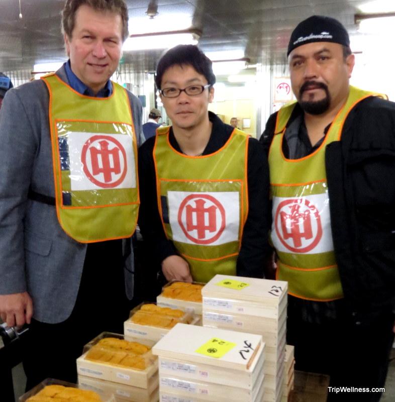 What to do in Tokyo, Tsujiki fish market, Trip wellness, Urchin processors