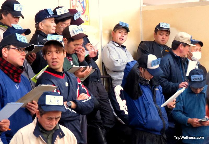 What to do in Tokyo, Tsujiki fish market, Trip wellness, Urchin buyers