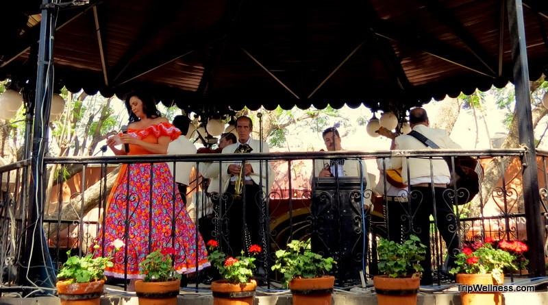 Singer in El Parian
