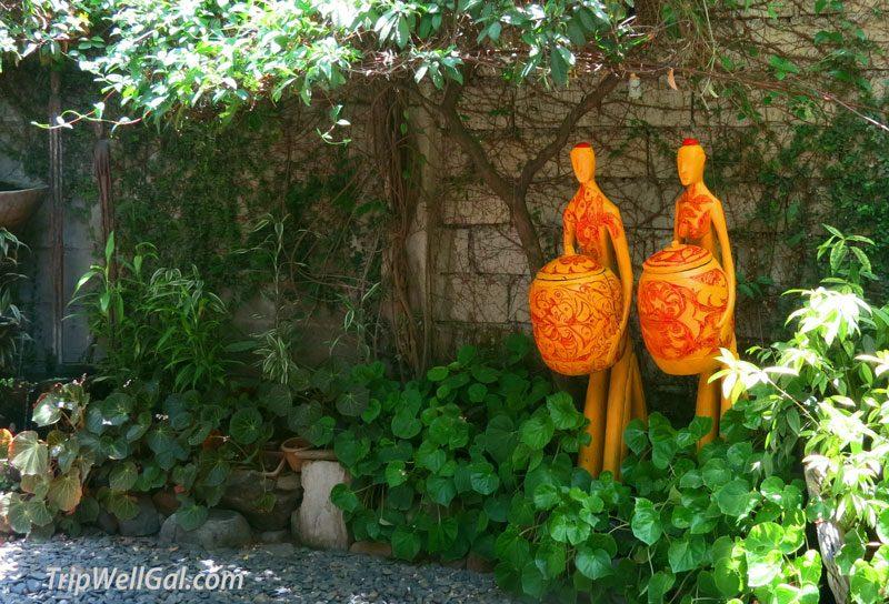 Kalui Garden statues in Puerrto Princesa restaurant