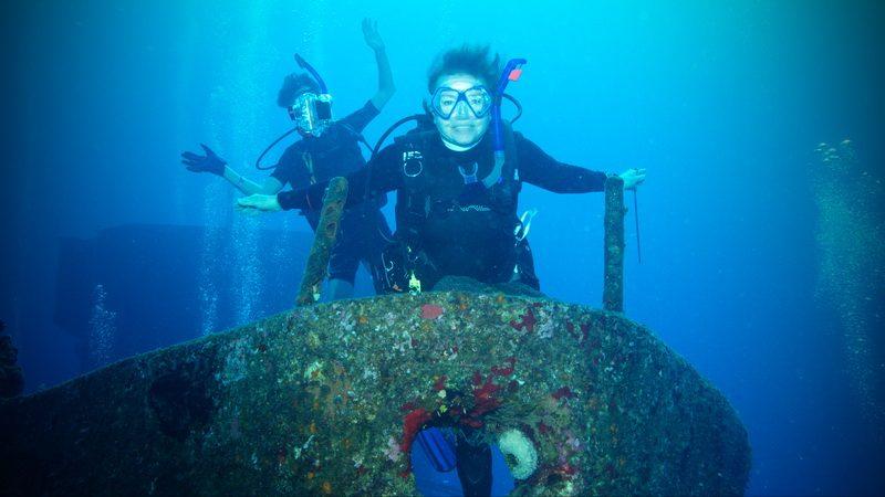 Elaine Titanic pose women scuba divers wreck dive
