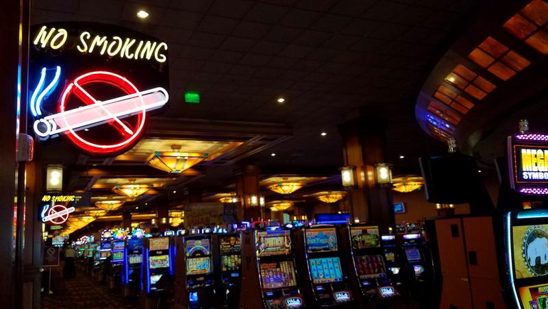 pala casino no smoking sign