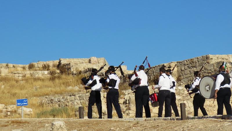 Jordanian bagpipers lead students in Amman