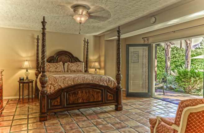 King suite in the La Maison Inn