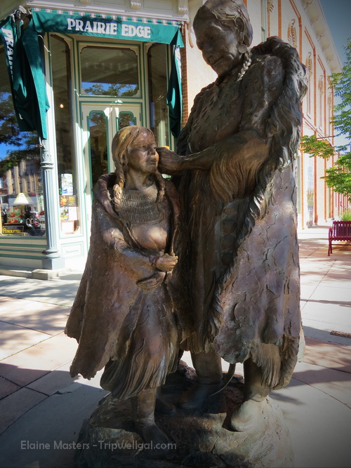 Mother and child statue in Rapid City, North Dakota