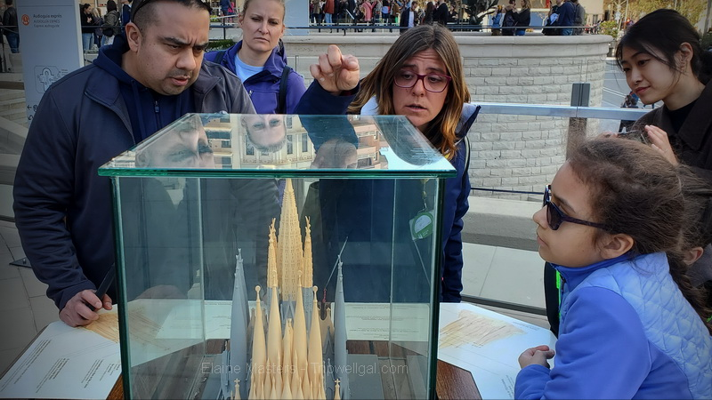 Tour guide points to Sagrada Familia model