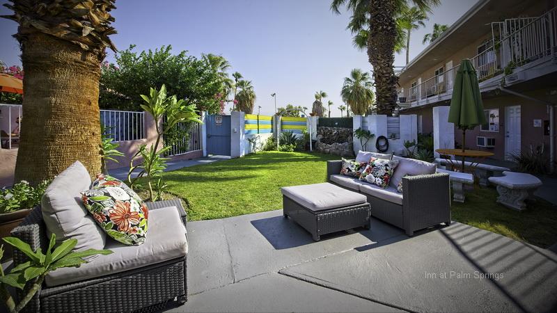 Inn at Palm Springs Garden Seating